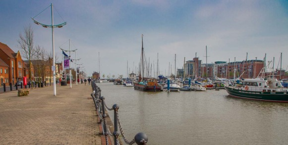 Hull Marina from the north, the Humber estuary lies beyond.